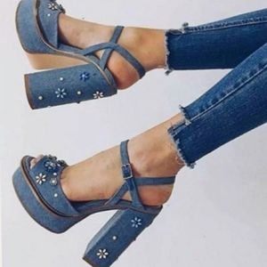 New ZARA Woman Blue Jeans Denim Floral